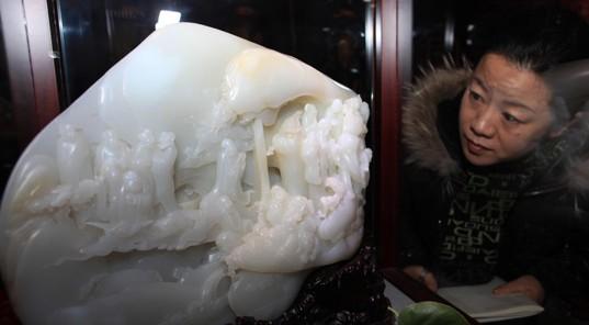 """""""天工奖""""获奖作品在山西太原开展,中国玉雕名家现场讲述"""